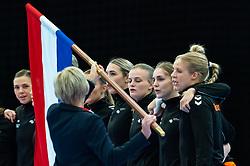 (L-R) Inger Smits, Lois Abbingh, Debbie Bont, Laura Van Der Heijden, Danick Snelder listen to the national anthem for the Women's EHF Euro 2020 match between Croatia and Netherlands at Sydbank Arena on december 06, 2020 in Kolding, Denmark (Photo by RHF Agency/Ronald Hoogendoorn)