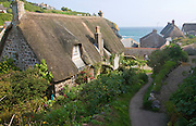 Thatched cottages in the historic and attractive fishing village of Cadgwith Cobve on the Lizard Peninsula, Cornwall, England