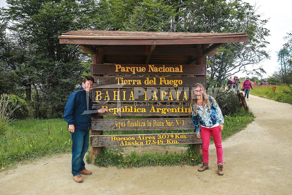 Turistas ao final da Ruta Nacional 3, no Parque Nacional Tierra del Fuego - Ushuaia,  Patagônia. FOTO: Jefferson Bernardes/ Agência Preview