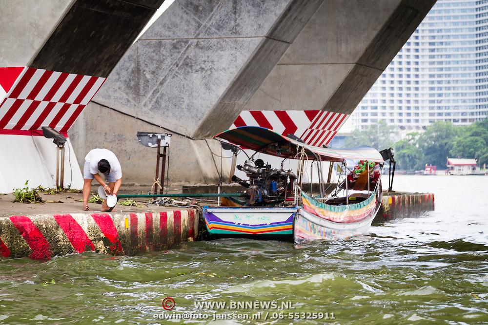THA/Bangkok/20160729 - Thailand 2016 Bangkok, Longtail Boat op de Chao Phraya rivier
