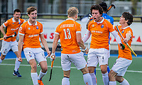 UTRECHT - Arthur van Doren (Bldaal) heeft de stand op 2-2 gebracht en deelt het met Jasper Brinkman (Bldaal) , Wouter Jolie (Bldaal) , Casper van der Veen (Bldaal) tijdens de 1e finale wedstrijd van de play offs om het landskampioenschap hockey , Kampong-Bloemendaal (2-2). Bloemendaal wint na shoot-outs. COPYRIGHT KOEN SUYK