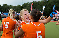 WATERLOO (Belgie) - Vreugde bij Maartje Krekelaar en Leiah Brigitha (r) na de EK finale hockey -21 tussen de vrouwen van Nederland en Duitsland (2-0). FOTO KOEN SUYK
