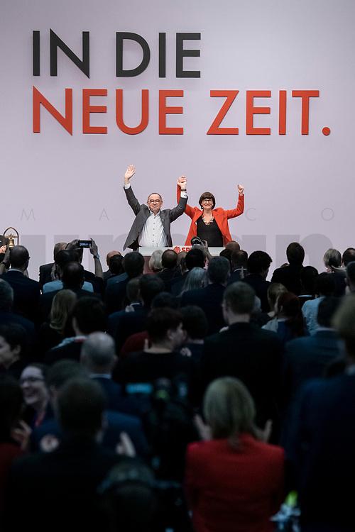 06 DEC 2019, BERLIN/GERMANY:<br /> Norbert Walter-Borjans (R), SPD, Minister a.D., Kandidat fur das Amt des Parteivorsitzenden, Saskia Esken (L), MdB, SPD, Kandidatin fuer das Amt der Parteivorsitzenden, nach ihren Bewerbungsreden und vor der Wahl der Parteivorsitzenden, SPD Bundesprateitag, CityCube<br /> IMAGE: 20191206-01-057<br /> KEYYWORDS: Party Congress, Parteitag, klatschen, applaudieren, Applaus