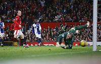 Photo: Steve Bond/Richard Lane Photography. Manchester United v Blackburn Rovers. Barclays Premiership 2009/10. 31/10/2009. Wayne Rooney (L) scores goal no2 past keeper Paul Robinson
