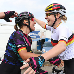 03-09-2016: Wielrennen: Ladies Tour: Tiel      <br />TIEL (NED) wielrennen  <br />Lisa Brennauer, Mieke Kroger na de door Brennauer gewonnen koers