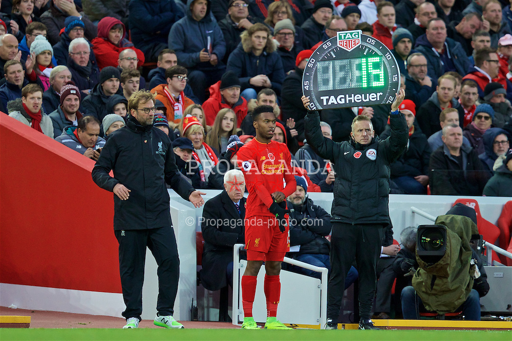 LIVERPOOL, ENGLAND - Sunday, November 6, 2016: Liverpool's manager Jürgen Klopp prepares to bring on substitute Daniel Sturridge during the FA Premier League match against Watford at Anfield. (Pic by David Rawcliffe/Propaganda)