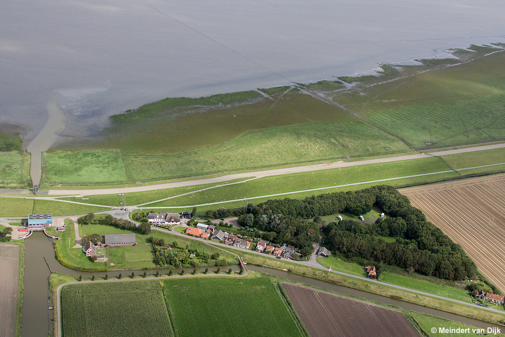 Buurtschap Zwarte Haan met de Waddenzee,  Restaurant De Zwarte Haan en Camperpark Zwarte Haan