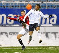 Fotball<br /> 27 mars 2009<br /> Landskamp<br /> Norge U21 - England U21<br /> Joachim Thomassen , Norge i takling med<br /> Frazier Campbell , England<br /> Foto: Reidar Talset , Digitalsport