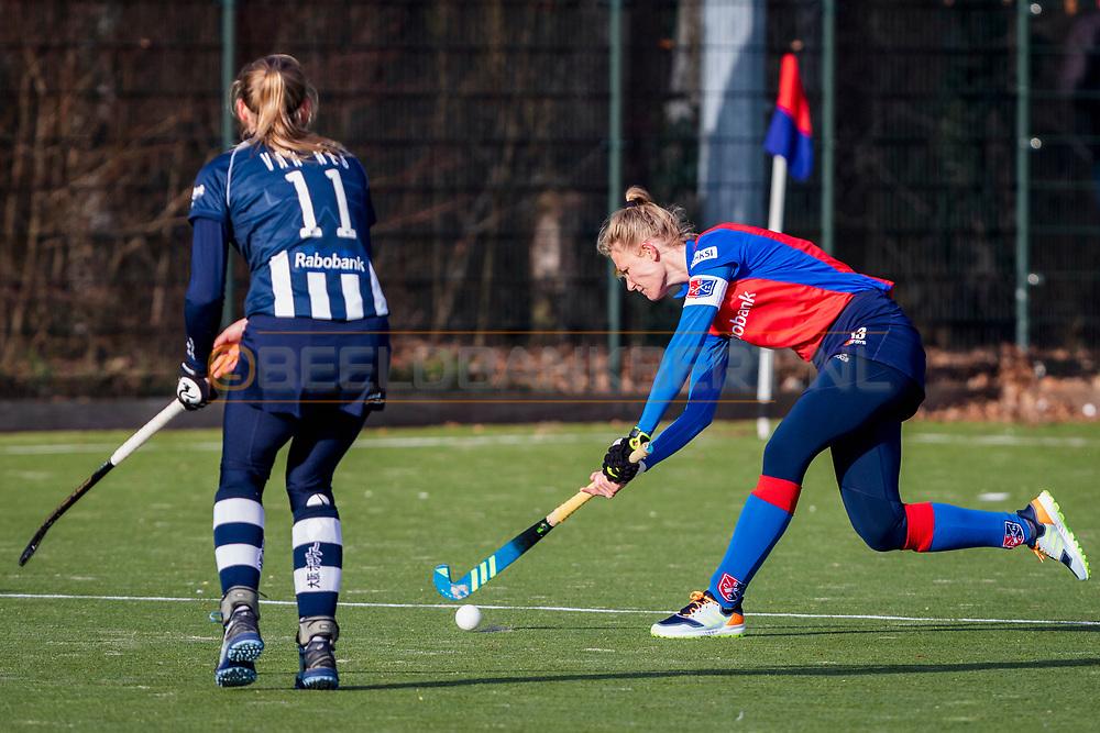 BILTHOVEN -  Hoofdklasse competitiewedstrijd dames, SCHC v hdm, seizoen 2020-2021.<br /> Foto: Caia van Maasakker (SCHC, captain) met Pien van Nes (hdm)