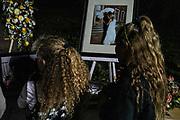 Familiares durante el funeral de Rhonita Miller.Un grupo armado atacó a miembros de la familia de Julián LeBarón, un conocido líder mormón y activista social, en una carretera entre los Estados de Chihuahua y Sonora, al norte de México. Seis niños y tres mujeres de origen estadounidense fueron asesinadas en este hecho. Fotografo César Rodríguez/El Pais.