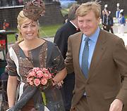 Her Majesty the queen and members of the royal family celebrate Saturday 29 April 2006 Queensday in the province flevoland in the cities  Zeewolde and almere.<br /> <br /> Hare Majesteit de Koningin en leden van de Koninklijke Familie vieren zaterdag 29 april 2006 Koninginnedag mee in de provincie Flevoland en wel in Zeewolde en Almere.<br /> <br /> On the Photo / Op dce foto:<br /> <br /> Arrival of Princess Maxima en Willem Alexander  in Almere / Aankomst van Princes Maxima and Willem Alexander in Almere