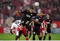 John CAREW contre Yaya TOURE - Olympiakos / Lyon - Champions League - 01.11.2005 - Foot Football - OL - largeur attitude joie de dos<br /> Foto: Digitalsport<br /> Norway only *** Local Caption *** 00011323