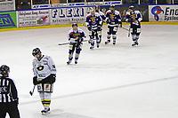 Ishockey , <br /> GET-ligaen , <br /> NM finale , <br /> Sparta v Stavanger ,  <br /> 31.03.2011 , <br /> Marius Trygg depper mens Sparta spillerne jubler etter 4-0 målet , <br /> Foto: Thomas Andersen / Digitalsport ,