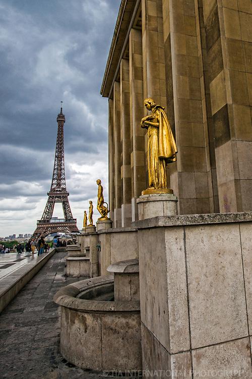 Golden Statues & Eiffel Tower, Trocadero