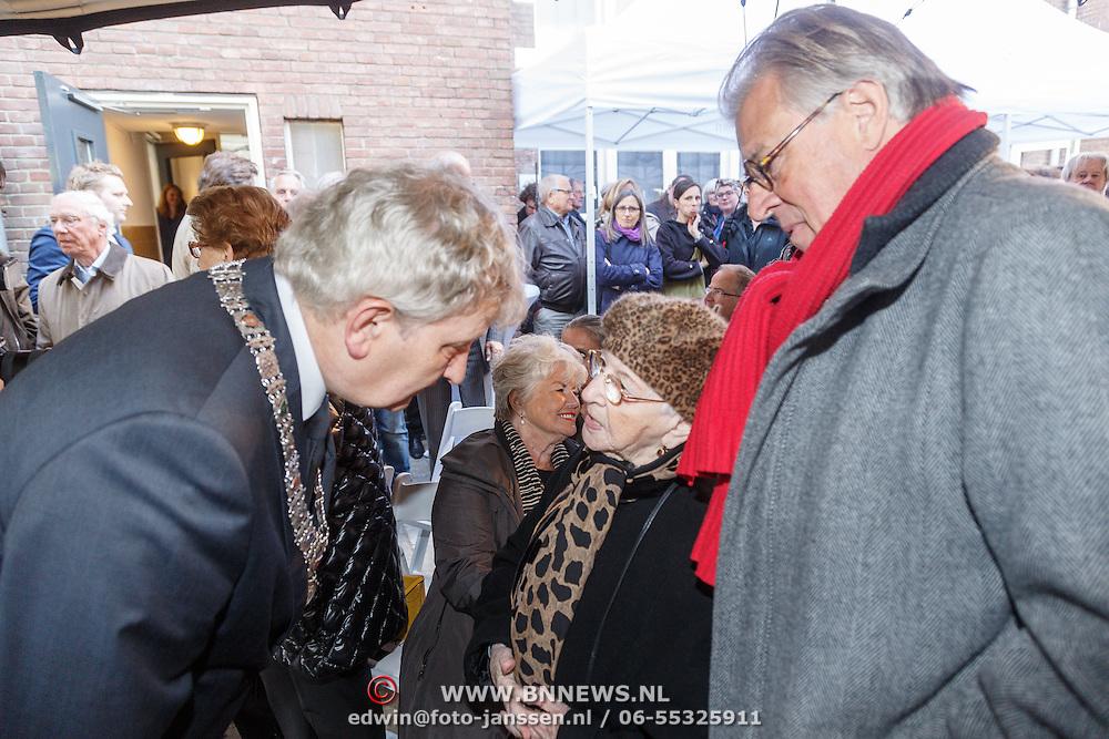 NLD/Amsterdam/20160515 - Nationaal Holocaust museum opent met schilderijen Jeroen Krabbé, burgemeester Eberhard van der Laan en Jeroen Krabbe