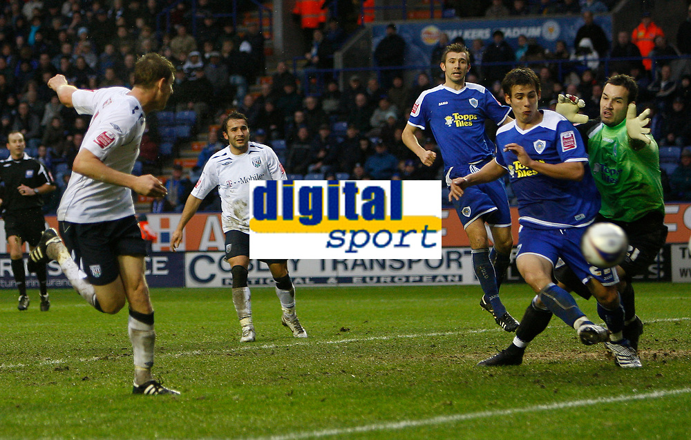 Photo: Steve Bond/Sportsbeat Images.<br /> Leicester City v West Bromwich Albion. Coca Cola Championship. 08/12/2007. Zoltan Gera (L) heads West Brom into the lead