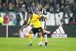 24.02.2015, Veltins Arena, Turin, ITA, UEFA CL, Juventus Turin vs Borussia Dortmund, Achtelfinale, Hinspiel, im Bild l-r: im Zweikampf, Aktion, mit Pierre-Emerick Aubameyang #17 (Borussia Dortmund) und Giorgio Chiellini #3 (Juventus Turin) // during the UEFA Champions League Round of 16, 1st Leg match between between Juventus Turin and Borussia Dortmund at the Veltins Arena in Turin, Italy on 2015/02/24. EXPA Pictures © 2015, PhotoCredit: EXPA/ Eibner-Pressefoto/ Kolbert<br /> <br /> *****ATTENTION - OUT of GER*****