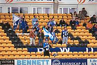 Arena: Åråsen stadion. Dinamo Moskva-supportere med flagg. Lillestrøm - Dinamo Moskva 3-1. 14. september 2000. UEFA-cup 2000.  (Foto: Peter Tubaas/Fortuna Media)