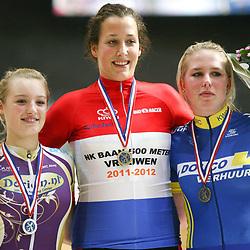 podium 500 meter junior vrouwen kampioen Elis Ligtlee voor Nicky Zijlaard en Tamar Vedder