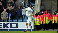 Fotball<br /> Championship England 2004/05<br /> Millwall v Leeds<br /> 6. mars 2005<br /> Foto: Digitalsport<br /> NORWAY ONLY<br /> Leeds' Rob Hulse and David Healy celebrates the equalising goal against Millwall bringing the final score to 1-1