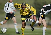 Fotball, La Manga, Spania. 26. februar 2002. Clayton Zane, Lillestrøm, kjemper seg fram mellom Rosenborg - spillere.