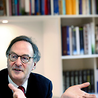 Nederland, Den Haag , 9 december 2011...Alexander Hendrik George Rinnooy Kan (5 oktober 1949) is een Nederlandse wiskundige en topfunctionaris..Sinds 1 augustus 2006 is hij kroonlid en voorzitter van de Nederlandse Sociaal-Economische Raad. In de jaren 1991 - 1996 was hij voorzitter van de werkgeversorganisatie VNO en, na de fusie met het NCW, van de VNO-NCW..Alexander Hendrik George Rinnooy Kan is top executive and chairman of the Dutch Social Economic Council.