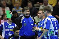 Håndball, europacup  herrer, 15. desember 2001. Drammen Håndballklubb - Doukas School 29-21. Gunnar Pettersen sammen med Svein Erik Bjerkrheim og  Roger Kjendalen, Drammen (dhk).