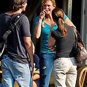NLD/Amsterdam/20100814 - Patricia Paay en dochter Christina Curry op een terras in Amsterdam
