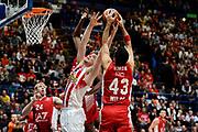 DESCRIZIONE : Milano Euroleague 2015-16 EA7 Emporio Armani Milano - Olympiacos Piraeus<br /> GIOCATORE : Ioannis Papapetrou Krunoslav Simon<br /> CATEGORIA : rimbalzo contesa<br /> SQUADRA : Olympiacos Piraeus EA7 Emporio Armani Milano<br /> EVENTO : Euroleague 2015-2016<br /> GARA : EA7 Emporio Armani Milano - Olympiacos Piraeus<br /> DATA : 30/10/2015<br /> SPORT : Pallacanestro<br /> AUTORE : Agenzia Ciamillo-Castoria/Max.Ceretti<br /> Galleria : Euroleague 2015-2016 <br /> Fotonotizia: Milano Euroleague 2015-16 EA7 Emporio Armani Milano - Olympiacos Piraeus