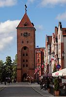 04.05.2014 Elblag woj warminsko-mazurskie N/z ulica Stary Rynek i Brama Targowa z 1319 roku fot Michal Kosc / AGENCJA WSCHOD