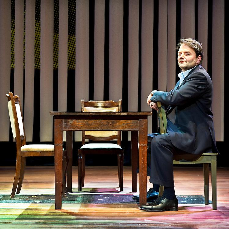 """Nederland, Hoofddorp, 22-01-2011.<br /> Victor Low, acteur, in de setting van het toneelstuk """"De Aanslag"""".<br /> Foto : Klaas Jan van der Weij"""