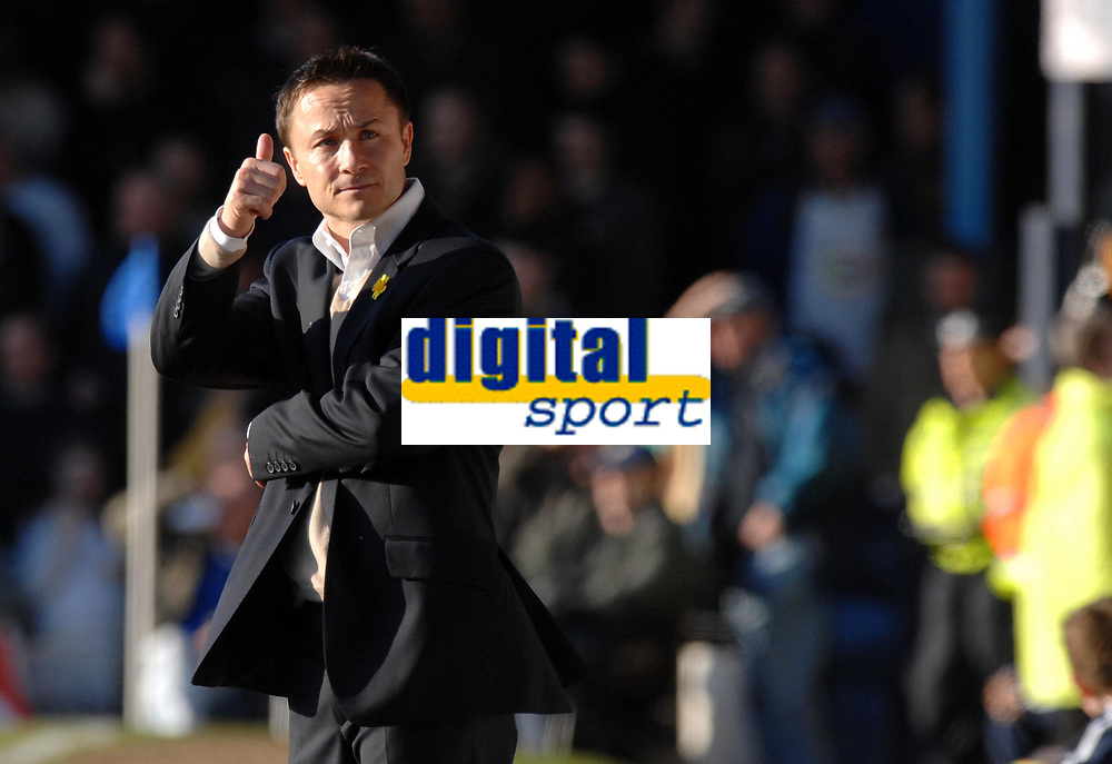Photo: Ashley Pickering.<br />Southend United v Leeds United. Coca Cola Championship. 17/03/2007.<br />Leeds manager Dennis Wise gives his team the thumbs up after the salvage a draw
