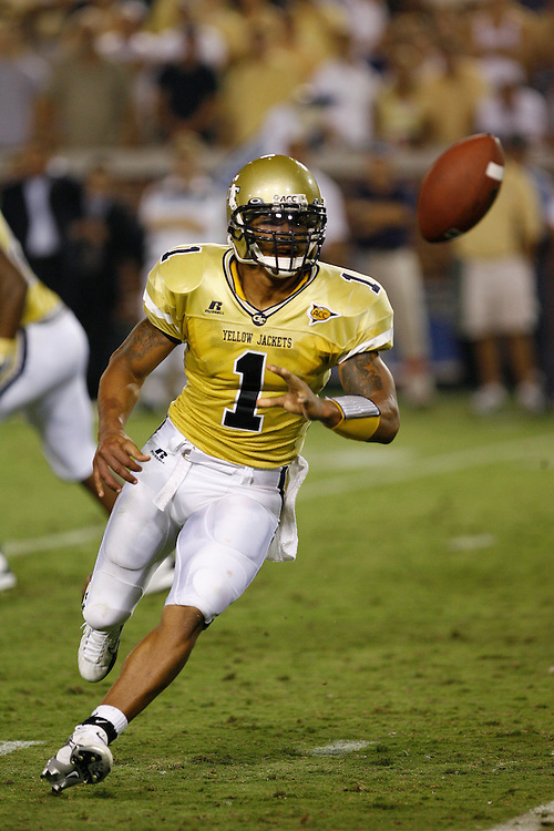 Georgia Tech QB Reggie Ball pitches to his RB during the game against Notre Dame at Grant Field in Bobby Dodd Stadium in Atlanta, GA on September 2, 2006.  The Fighting Irish beat the Yellow Jackets 14-10.