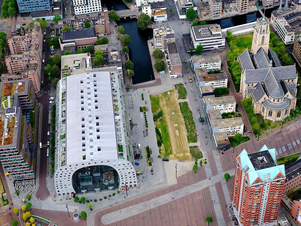 Nederland, Zuid-Holland, Rotterdam; 14-05-2020; Rotterdam Blaak en Markthal met omgeving (Dominee Jan Scharpstraat, Hoogstraat, Kolk, Binnenrotte), Laurentskerk.  Jet is zeer rustig  op straat ten gevolge van de 'intelligente lockdown' en de corona crisis. Weinig publiek.<br /> City centre, Market hall and environment, it is very quiet on the street due to the 'intelligent lockdown' and the corona crisis.<br /> <br /> luchtfoto (toeslag op standard tarieven);<br /> aerial photo (additional fee required)<br /> copyright © 2020 foto/photo Siebe Swart