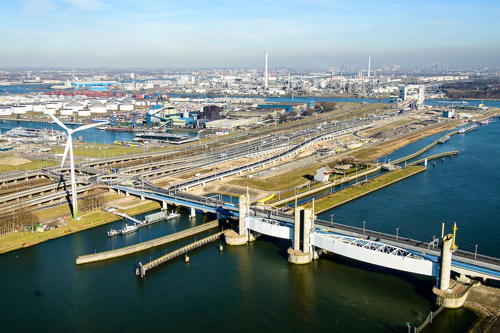 Nederland, Zuid-Holland, Rotterdam, 18-02-2015; Botlek, Hartelkanaal met Hartelkering (stormvloedkering). De kering, onderdeel van de Deltawerken, vormt samen met de Maeslantkering de Europoortkering en beschermt Rotterdam en achterland bij extreme waterstanden.<br /> In de achtergrond  Shell-olieraffinaderij. <br /> Storm surge barrier Hartelkering in the Hartel canal. Together with the greater nearby Maeslant barrier (in the New Waterway), the barrier proyect nearby Rotterdam and its hinterland.<br /> luchtfoto (toeslag op standard tarieven);<br /> aerial photo (additional fee required);<br /> copyright foto/photo Siebe Swart
