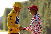 Sykkel<br /> Tour de France 2004<br /> Foto: Dppi/Digitalsport<br /> NORWAY ONLY<br /> <br /> STAGE 20 - MONTEREAU > PARIS CHAMPS ELYSEES<br /> 25/07/2004<br /> <br /> LANCE ARMSTRONG (USA) / US POSTAL - WINNER WITH RICHARD VIRENQUE (FRA) / QUICK STEP-DAVITAMON