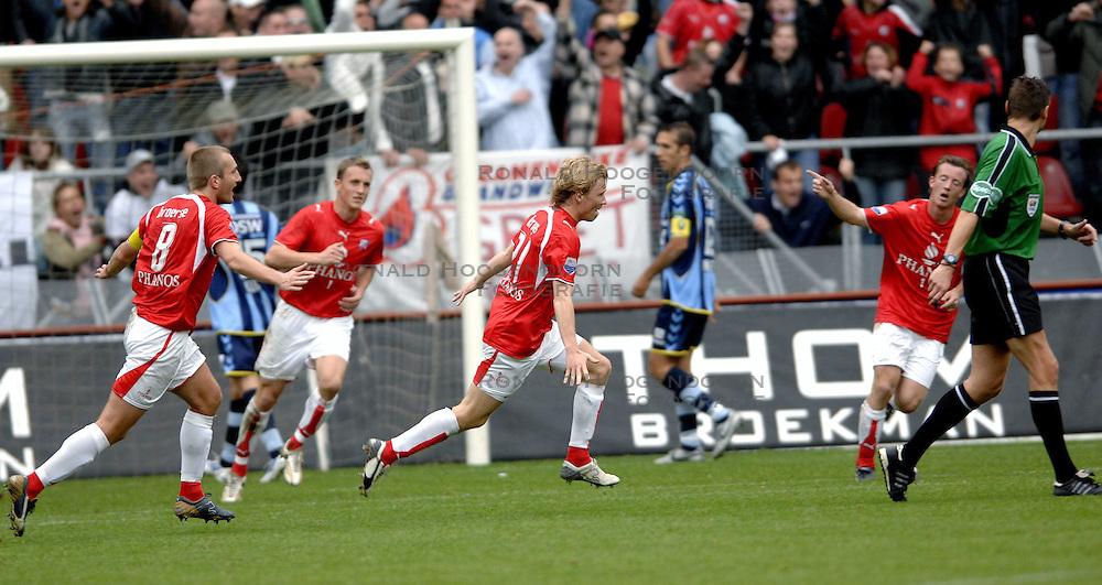 22-10-2006 VOETBAL: UTRECHT - DEN HAAG: UTRECHT<br /> FC Utrecht wint in eigenhuis met 2-0 van FC Den Haag / Rick Kruys scoort de 1-0<br /> ©2006-WWW.FOTOHOOGENDOORN.NL