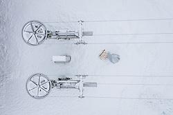 THEMENBILD - Seilscheiben eines Schleppliftes bei der Talstation der Gletscherbahnen Kaprun AG. Skigebiete dürfen ab 24. Dezember wieder öffnen, aufgenommen am 02. Dezember 2020 in Kaprun, Österreich // Cable pulleys of a drag lift at the valley station of the Gletscherbahnen Kaprun AG in Kaprun. Ski resorts may reopen from 24 December, Austria on 2020/12/02. EXPA Pictures © 2020, PhotoCredit: EXPA/ JFK