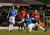 Photo: Glyn Thomas.<br />Birmingham City v Manchester United. Carling Cup.<br />20/12/2005.<br /> Manchester United's Ji-Sung Park (R) scores his team's second goal.