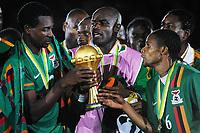 Fotball , 12. februar 2012 finale Afrika-mesterskapet<br /> Zambia - Elfenbenskysten<br /> Francis Kasonde - Kennedy Mweene et Davies Nkausu  - Zambie Football : Zambie / Cote d Ivoire - Finale - Coupe d Afrique des Nations<br /> <br /> Norway only