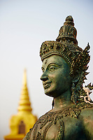 Thailande, Bangkok, Chedi au temple Wat Saket sur le Mont d Or // Thailand, Bangkok, the golden pagoda at Wat Saket also known as the Temple of Golden Mount