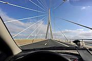 Frankrijk, Le Havre, 12-5-2013De pont de Normandie, een grote tuibrug over de monding van de Seine in Normandie.De brug is heeft een totale lengte van 2.143,21 meter.  De brug is na een bouwtijd van zeven jaar op 20 januari 1995 ingewijd. Op het moment van opening was het de langste tuibrug ter wereld en ook de overspanning van 856 meter tussen twee pilaren was destijds ongeëvenaard.Foto: Flip Franssen/Hollandse Hoogte