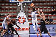 DESCRIZIONE : Trofeo Meridiana Dinamo Banco di Sardegna Sassari - Olimpiacos Piraeus Pireo<br /> GIOCATORE : Brenton Petway<br /> CATEGORIA : Tiro Controcampo<br /> SQUADRA : Dinamo Banco di Sardegna Sassari<br /> EVENTO : Trofeo Meridiana <br /> GARA : Dinamo Banco di Sardegna Sassari - Olimpiacos Piraeus Pireo Trofeo Meridiana<br /> DATA : 16/09/2015<br /> SPORT : Pallacanestro <br /> AUTORE : Agenzia Ciamillo-Castoria/L.Canu