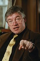 07 APR 2000, BERLIN/GERMANY:<br /> Prof. Dr. Andreas Troge, Präsident Umweltbundesamt, während einem Interview, in seinem Büro, Umweltbundesamt<br /> IMAGE: 20000407-01/02-31