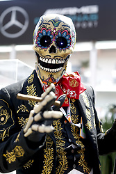 October 25, 2018 - Mexico-City, Mexico - Motorsports: FIA Formula One World Championship 2018, Grand Prix of Mexico, . ''Day of the Dead''-Performer  (Credit Image: © Hoch Zwei via ZUMA Wire)