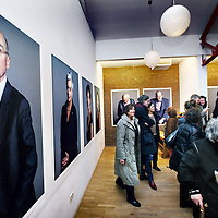 """Nederland, Amsterdam , 11 januari 2014.<br /> opening van de expositie van Koos Breukel in de Valeriuskliniek.<br /> Nu de verhuizing van de Valeriuskliniek naar De Nieuwe Valerius een feit is, heeft portretfotograaf Koos Breukel een unieke portretserie van cliënten en (ex-)medewerkers van de Valeriuskliniek gemaakt. Uit al deze foto's wordt een selectie gemaakt voor een expositie in de Valeriuskliniek in het najaar. Daarnaast krijgt de expositie waarschijnlijk een plek in het museum voor psychiatrie in Haarlem, Het Dolhuys.<br /> De tentoonstelling schenkt aandacht aan zowel het vertrek van GGZ inGeest uit de Valeriuskliniek als ook aan de mens, de psyche en de portretkunst. Met de fotoserie belicht Breukel een belangwekkend stuk Amsterdamse geschiedenis, geeft hij de laatste periode van de rijke historie van de Valeriuskliniek een gezicht en markeert hij het moment van vertrek door middel van het portretteren van de laatste bewoners. Breukel opereert aan de top van de Nederlandse portretfotografie en is onder meer bekend van de staatsieportretten van koning Willem-Alexander en koningin Maximá. Breukel heeft zijn sporen ook verdiend met projecten waarin de kracht van zijn portret in humane projecten centraal stonden.Na een wat aarzelende start, was de animo voor het project uiteindelijk overweldigend. Coördinator kunstzaken Joke Stoute vertelt enthousiast: """"Aanvankelijk kwamen de mensen die op de foto wilden binnendruppelen , maar al snel liep het storm. We konden de toeloop nog maar net aan. Cliënten, medewerkers, het was fantastisch om te zien met hoeveel plezier iedereen voor de camera verscheen."""" En iedereen die meedeed, heeft een foto van zichzelf meegekregen, met een handtekening van Koos Breukel.""""<br /> Foto:Jean-Pierre Jans"""