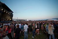 Kaizers Orchestra spiller på Sommerfesten på Giske 2013. Dette var (foreløpig) den siste konserten til Kaizers Orchestra i Mørge og Romsdal.<br /> Foto: Svein Ove Ekornesvåg