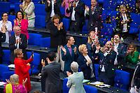 DEU, Deutschland, Germany, Berlin, 30.06.2017:  Deutscher Bundestag, Jubelstimmung mit Konfetti in der Grünen-Fraktion mit Volker Beck nach der erfolgreichen Abstimmung zur Ehe für Homosexuelle Paare.