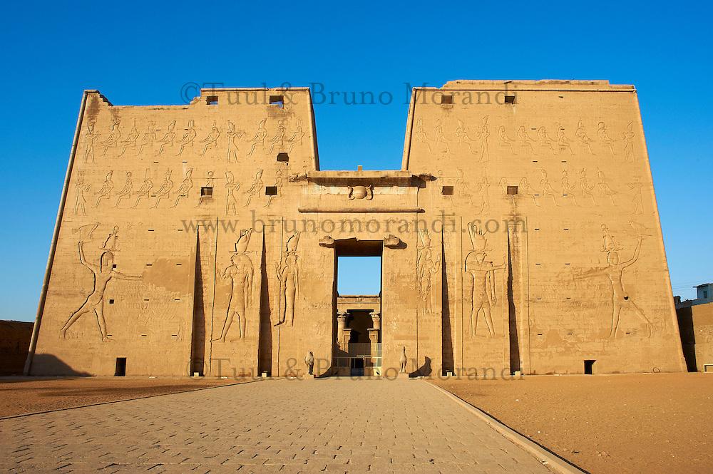 Egypte, Haute Egypte, vallee du Nil, Croisiere entre Louxor et Assouan, Edfou, Temple d'Horus // Africa, Egypt, Nile Valley, Edfou, Horus temple