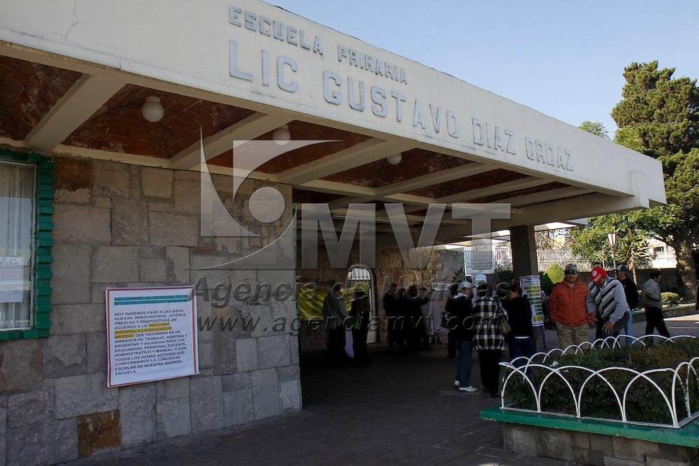 TOLUCA, México.- Padres de familia de la primaria Gustavo Díaz Ordaz, en  Toluca exigieron la destitución de la directora de este plantel de forma inmediata, junto con dos profesoras más, por presuntas irregularidades administrativas y casos de maltrato contra los alumnos. Agencia MVT / Crisanta Espinosa. (DIGITAL)